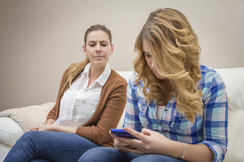 Hilfe, Eltern auf Facebook! – Magazin SCHULE ONLINE
