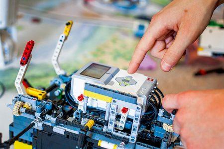 """""""Programmierbarer Stein"""" – Lego Mindstorms – Magazin SCHULE ONLINE"""