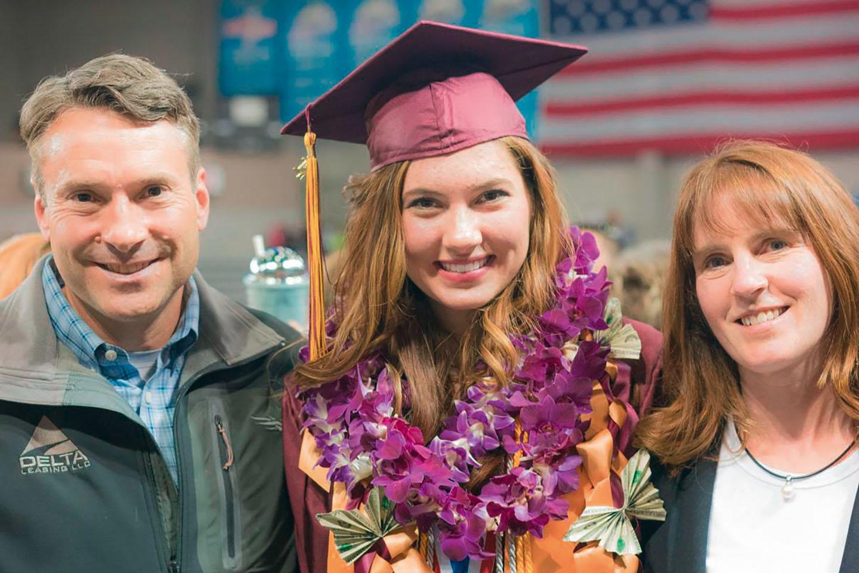 Harvard trotz Gehirntumor – Liesel mit ihren Eltern – Magazin SCHULE ONLINE