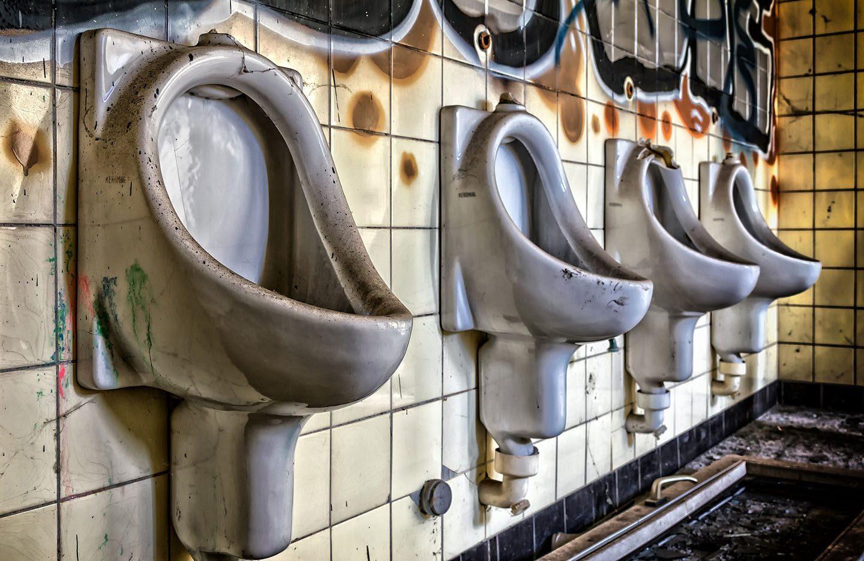 Schultoiletten verschönern lohnt sich. Denn die richtige Gestaltung auch die Sauberkeit positiv beeinflussen, sagt Carola Ilschner vom Institut für Hygiene und Öffentliche Gesundheit der Uni Bonn