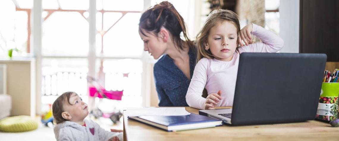 Schule Schritt Tochter spät Drei Mal
